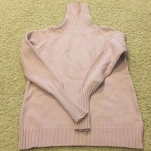 Mauve turtleneck fitted sweater